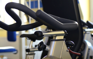 Sportkurs Indoor Cycling Physiomed Therapiezentrum Rehasportverein Schönfelder Hochland e.V.